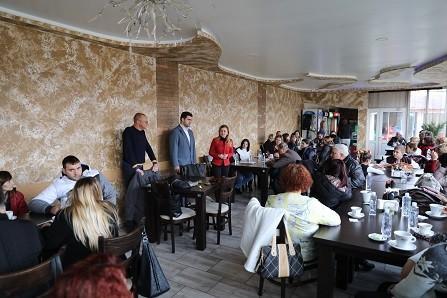 Евродепутатът Андрей Новаков разговаря с младежи от МГЕРБ в Община Две могили