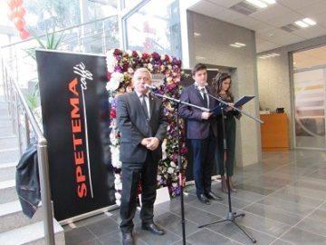 Модният шоу спектакъл Модно авеню The Day After Tomorrow e открит сега в Канев център на Русенския университет
