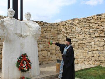 """Областният управител поздрави създаделя на комплекса """"Двор на кирилицата"""""""