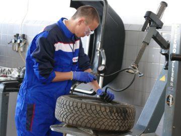 Най-добър млад механик Young Car Mechanic