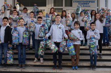 Деца помагат на децата от КСУДС - Русе