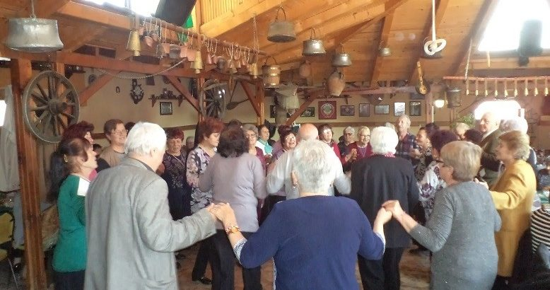 Пенсионери от Ценово и Мартен си подадоха ръка за приятелство