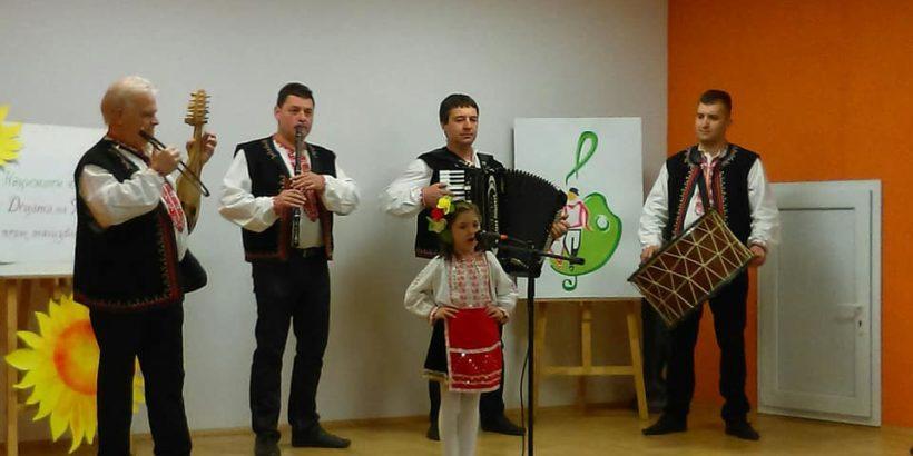 """Достойно представяне на децата от школата по народно пеене към ДЮФА """"Зорница"""" на национален конкурс в Шумен"""