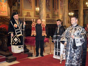 Русенският митрополит Наум отслужи архиерейска преждеосвещена света литургия
