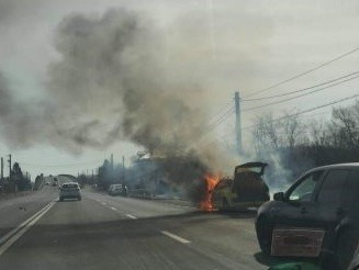 Русенско такси изгоря на връщане от летището в Букурещ