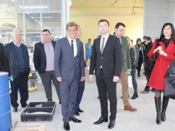 Фирма за парфюми посети българо - румънската земеделска група в Две могили