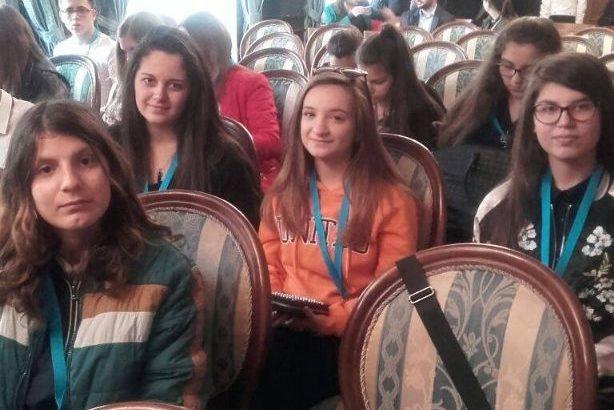 """Ученици от ПГО """"Недка Иван Лазарова"""" участваха в национална младежка среща"""