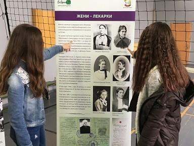 Мобилна изложба среща русенските ученици с жени с принос към историята на града