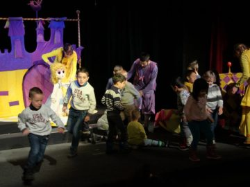"""Интерактивния спектакъл """"Пепеляшка"""" представя тази неделя Кукленият театър"""