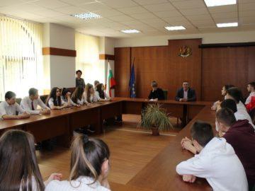 Продължават срещите на магистратите от Административен съд - Русе с ученици от русенски гимназии по образователната програма на ВСС и МОН