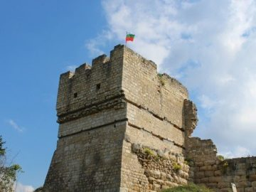 червен крепост кула средновековие
