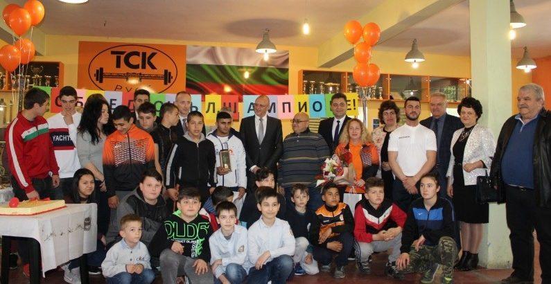 Ангел Русев с награди по повод сребърния медал от европейското по вдигане на тежести