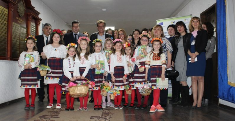Лазарки посетиха Областна администрация - Русе