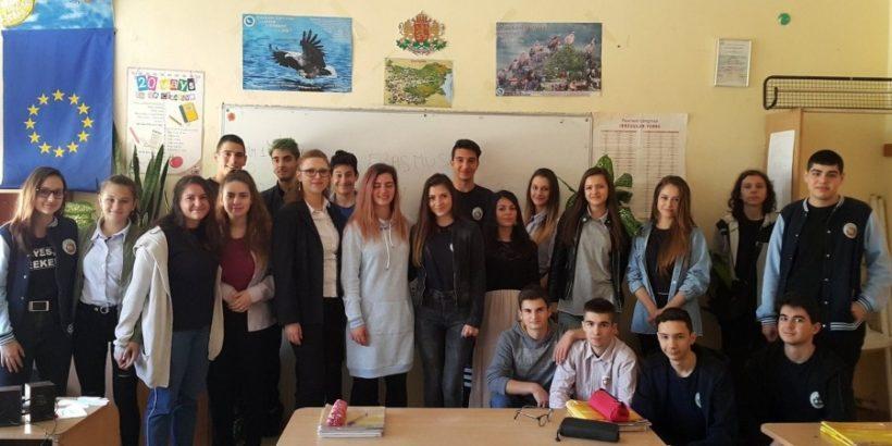 """Денят на Европа бе отбелязан в часовете по английски език в СУ """"Васил Левски""""- Русе"""