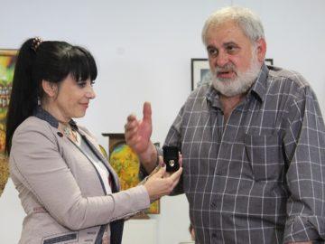 """Художникът Атанас Владимиров бе отличен със златна значка """"Русе"""""""