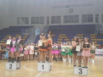 """Мажоретен състав """"Екстрийм"""" към ОМД - Русе се завърна с куп медали и грамоти от национален фестивал в Шумен"""