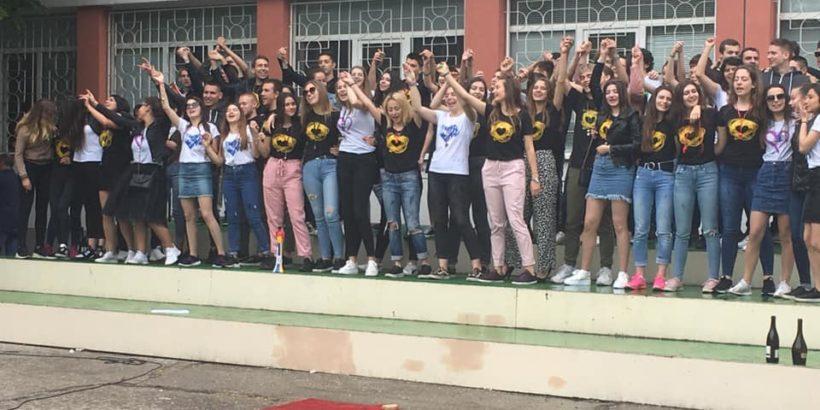 """Абитуриентите на СУПНЕ - Русе са част от инициативата """"С тениска на бала"""""""