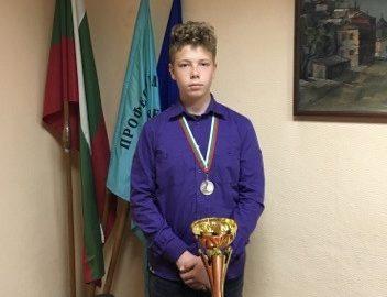 Ученик от ПГСАГ е носител на купата на България по фехтовка