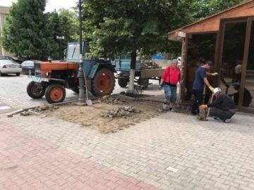 Ремонтират тротоарите пред гюргевския театър и плувен басейн