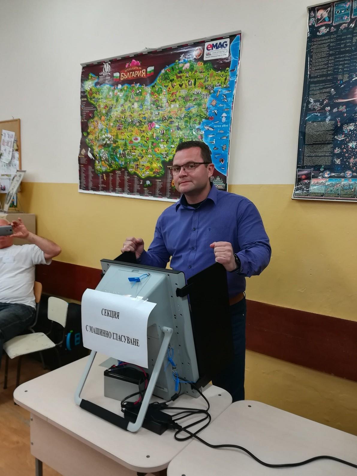 Пенчо Милков: Гласувах за промяната, за спиране на грабителството и за силна Европа.