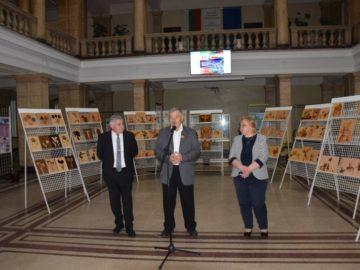 Днес проф. д-р Юлиян Младенов представи в Русенския университет своя изложба интарзии