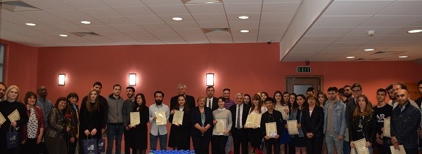 8 чуждестранни студенти получиха грамоти за отличен успех по случай 24 май