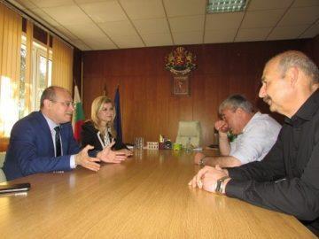 Народният представител Светлана Ангелова и зам. – министър Лазар Лазаров обсъдиха развитието на социалните услуги в Две могили с кмета на Общината