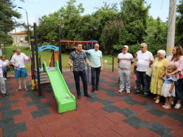 Народните представители Пламен Нунев и Андриан Райков откриха нова детска площадка