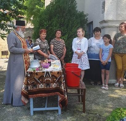 Народният представител Светлана Ангелова поздрави жителите на Баниска по повод празника Свети Дух