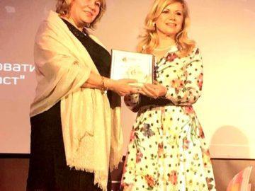 Светлана Ангелова връчи приз за иновативен проект със социална насоченост по време на годишните награди на Business Lady