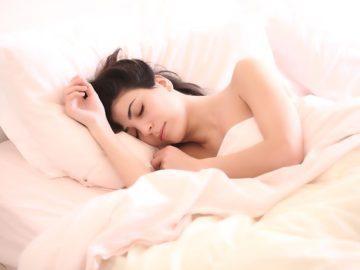 сън жена спяща