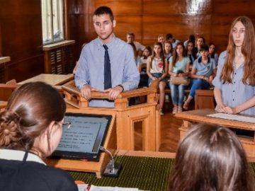Над 1 300 ученици от русенската математическа гимназия в образователна програма за съдебната власт