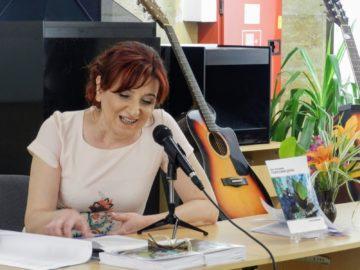 """Ваня Акъллиева представи първата си книга в РБ """"Л. Каравелов"""""""