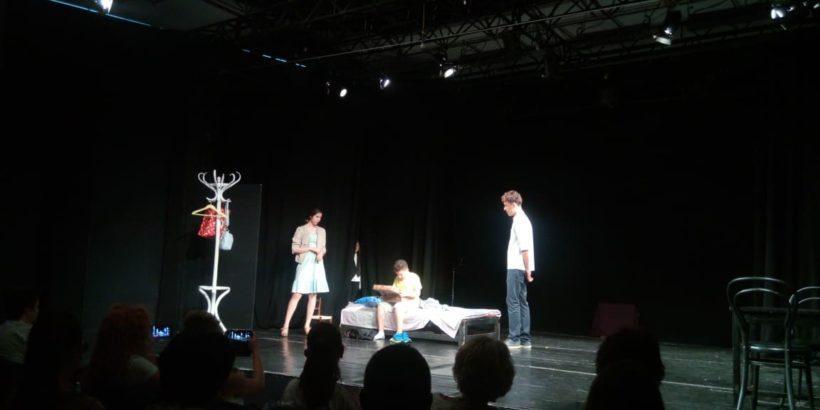 """Театрално студио """"Маска"""" към ОМД- Русе представи дебютния си спектакълТеатрално студио """"Маска"""" към ОМД- Русе представи дебютния си спектакъл"""