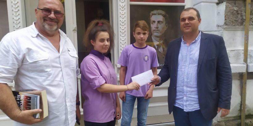 "ОУ ""А. Кънчев"" подпомогна инициативата за изграждане на паметник на Васил Левски"