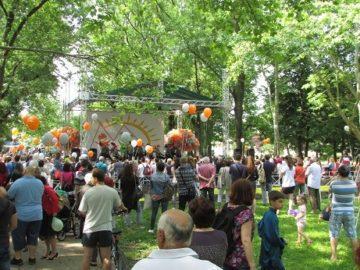 Стотици русенци празнуваха днес в Парка на младежта