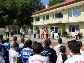 Народният представител Пламен Нунев откри традиционен турнир по хокей на трева в Бяла
