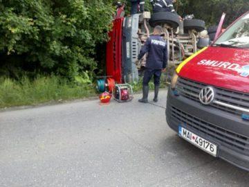 Хеликоптер участва в спасяването на румънски шофьор, затиснат от камиона му в Гюргевско