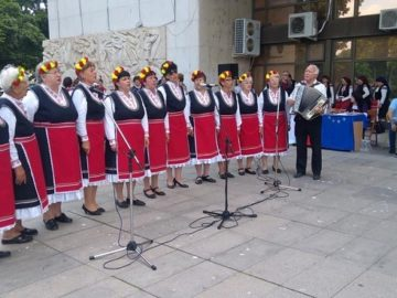 """За пореден 9-ти път Общинската организация на """"Съюз на пенсионерите – Регион Русе"""" проведе своя фолклорен фестивал """"Русенци пеят и играят"""""""