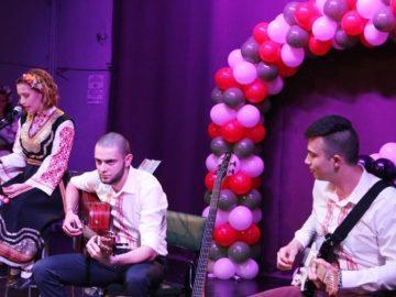 """В Русе бе представен спектакълът """"Вечерай Радо"""" на група """"4етно"""" и вокално трио """"Идепея"""""""