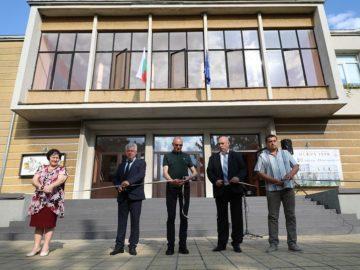 Народният представител Пламен Нунев и кметът на Община Борово откриха обновеното читалище в град Борово