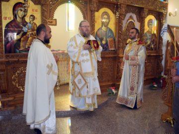 """Празнична архиерейска света литургия в храма """"Свети Пантелеймон"""" в кв. """"Гара Бяла"""""""