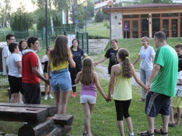"""Децата от Център за обществена подкрепа """"Том Сойер"""" на летен лагер"""
