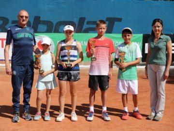 Народният представител Пламен Нунев награди победителите в тенис турнир в Русе