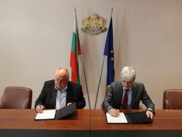 Министър Димов подписа договор за изграждане на водна инфраструктура с ВиК - Русе