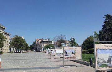 """Изложбата """"Миналото днес"""" е подредена в центъра на Русе"""