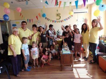 С празнична торта духнаха свещички за петия рожден ден на Центъра за обществена подкрепа в Ценово