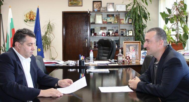 """Зам. - министър Атанас Добрев е в Русе заради болестта """"Африканска чума"""" по свинете"""