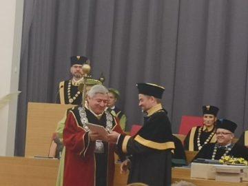 Ректорът на Русенския университет получи почетно отличие от университета Мендел в Бърно