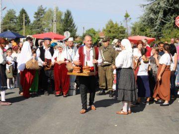 """В Борово се състоя възстановка """"Един пазарен ден от началото на 20-и век"""""""